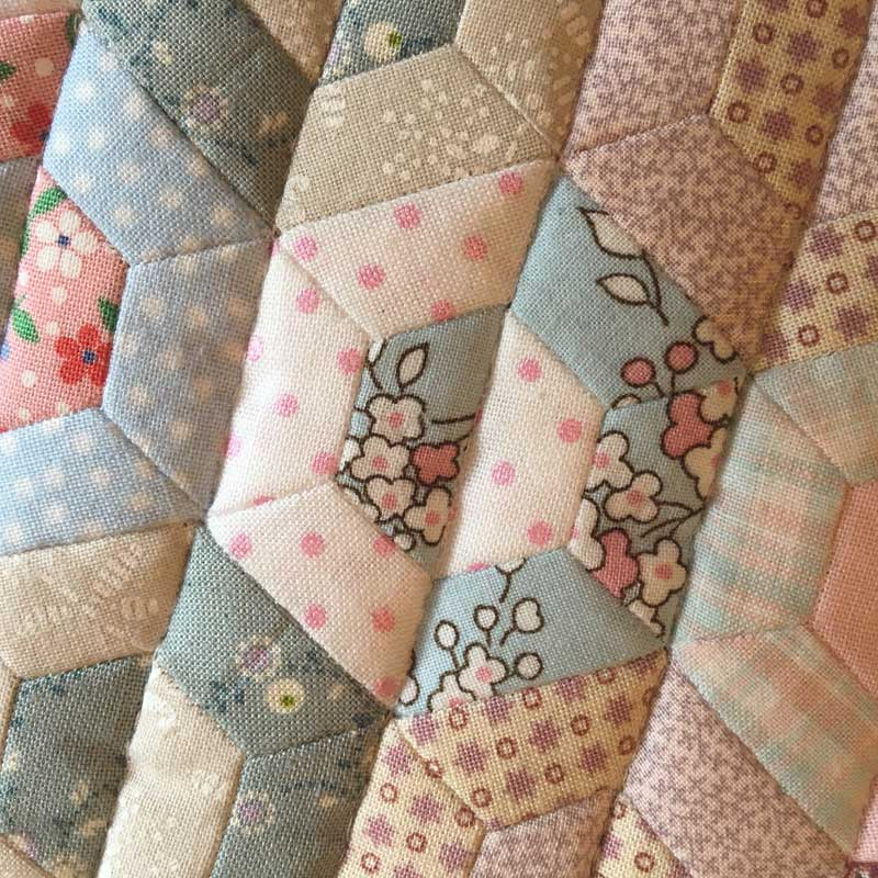 Half-Hexie-Sample-Mini-Quilt---Miss-Leela-16