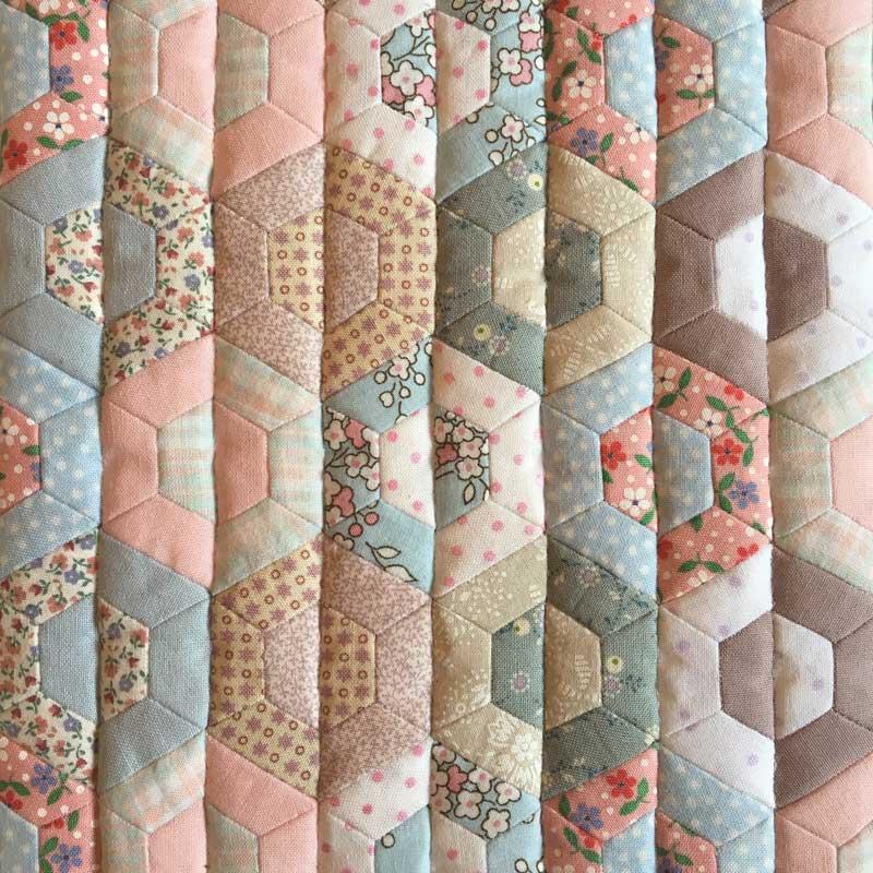 Half-Hexie-Sample-Mini-Quilt---Miss-Leela-18